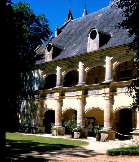 Dampierre_sur_Boutonne_facade