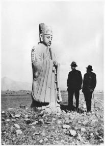 le-grand-aventurier-teilhard-chardin-haut-reconcilier-demarche-scientifique-pensee-spirituelle-ci-contre-avec-abbe-breuil-1935-explorent-tomtheilard-en-chine