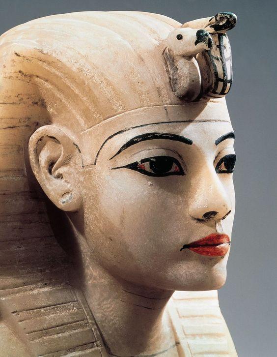 Le mystère de la 4ème Pyramide et la Reine pharaonne – 2